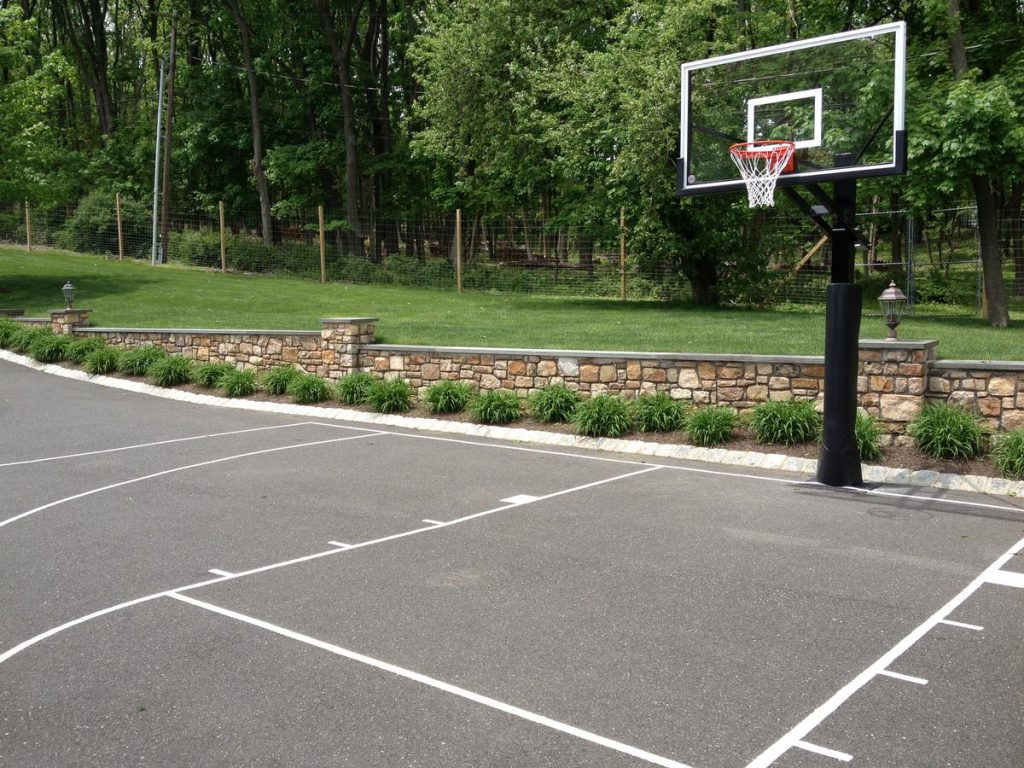 DeShayes-Dream-Courts-bernardsville_martin_basketball_driveway_court-1024x768